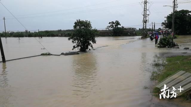 台山赤溪被淹灾情减缓水浸逐步消退