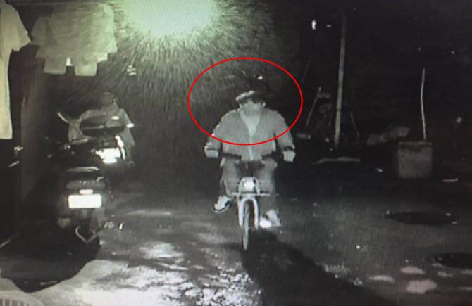 监控拍下电动车被偷过程 失主报警盼早日破案