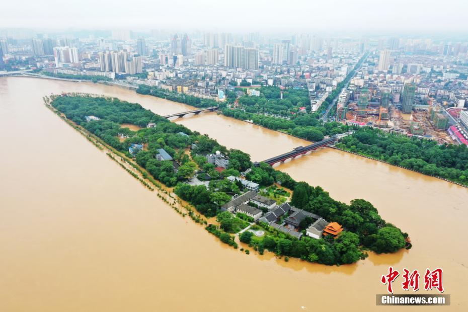 江西多地∮暴雨成灾 航拍直「击洪灾现场