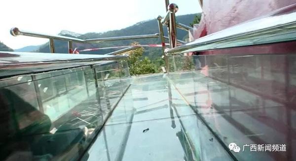 广西一景区玻璃滑道事故致1死6伤