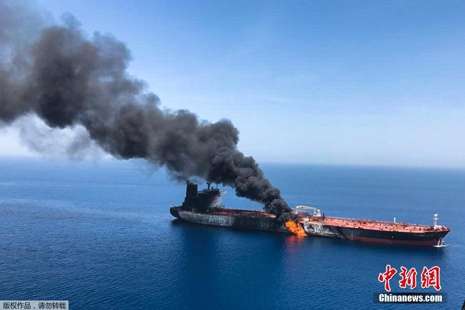 两艘油轮在阿曼湾遇袭