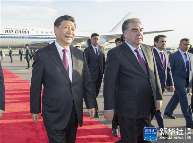 习近平抵达杜尚别对塔吉克斯坦国事访问
