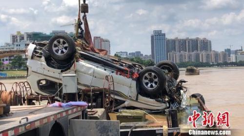 河源东江大桥坍塌后续:打捞起一辆汽车仍未发现失联人员