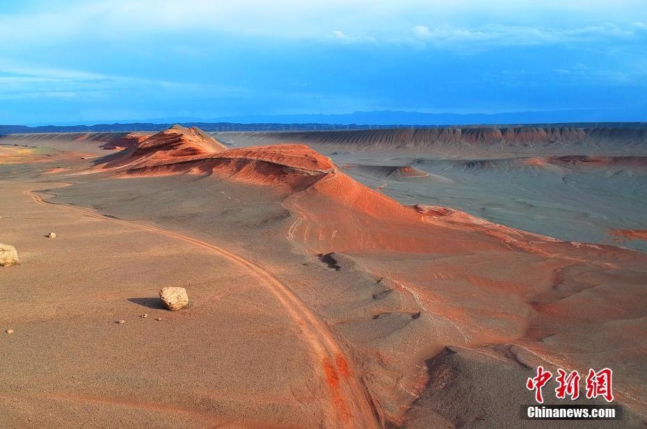 新疆红层地貌壮美恢弘