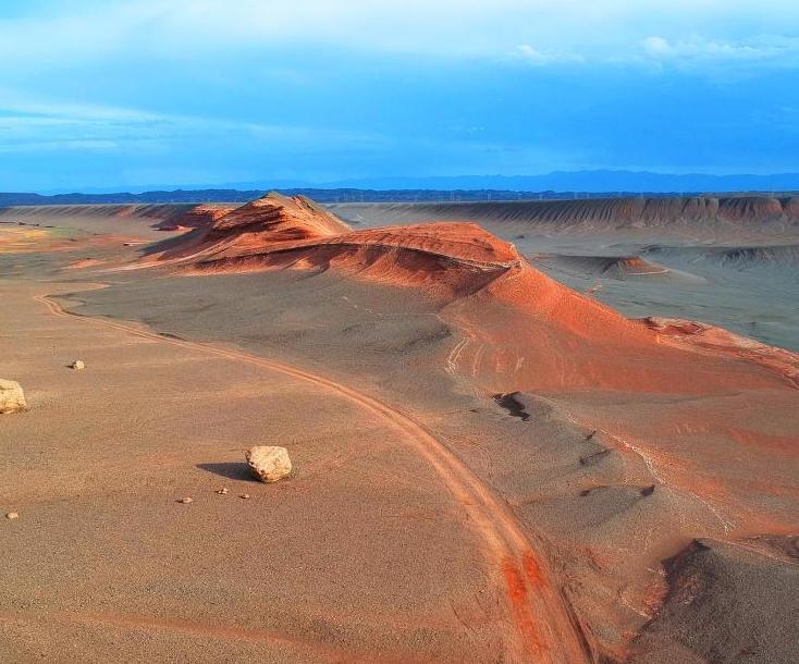 新疆紅層地貌壯美恢弘