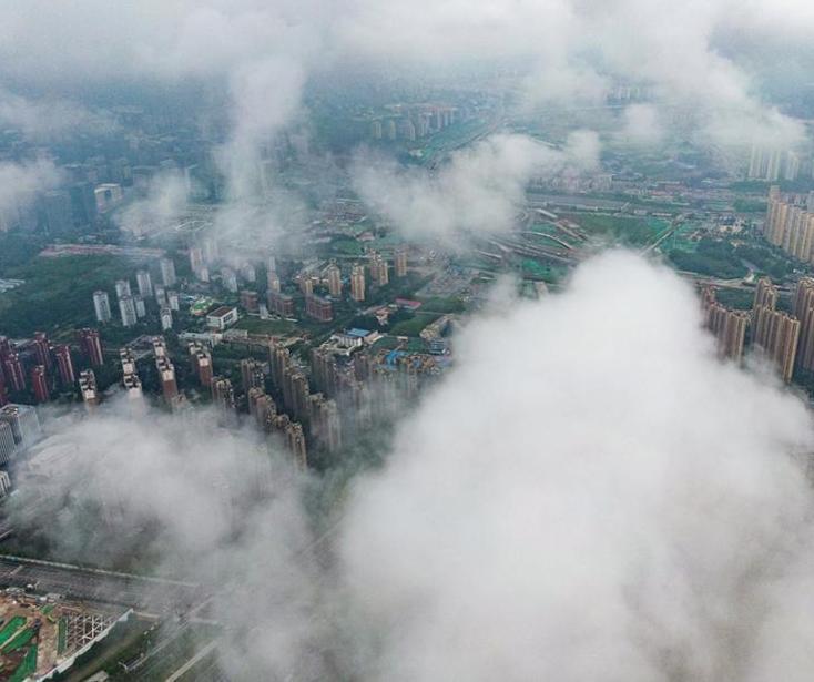 航拍南京城市雨霧繚繞