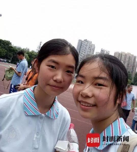 成都一对双胞胎姐妹花心有灵犀 高考同获662分