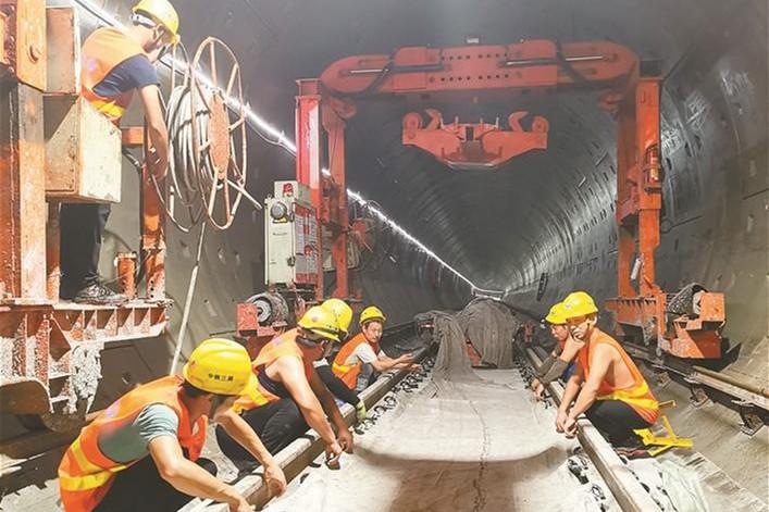 深圳地铁4号线三期工程开始铺轨 力争2020年底试运营