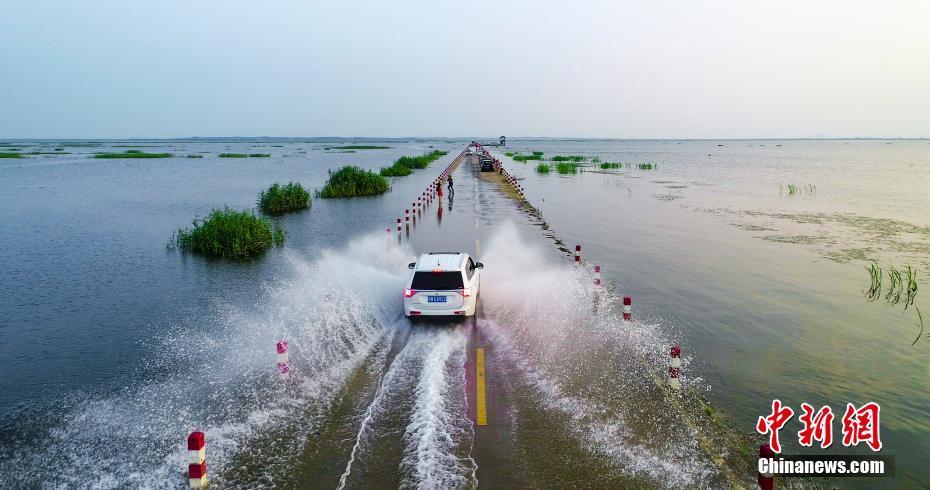 鄱陽湖水上公路成美景