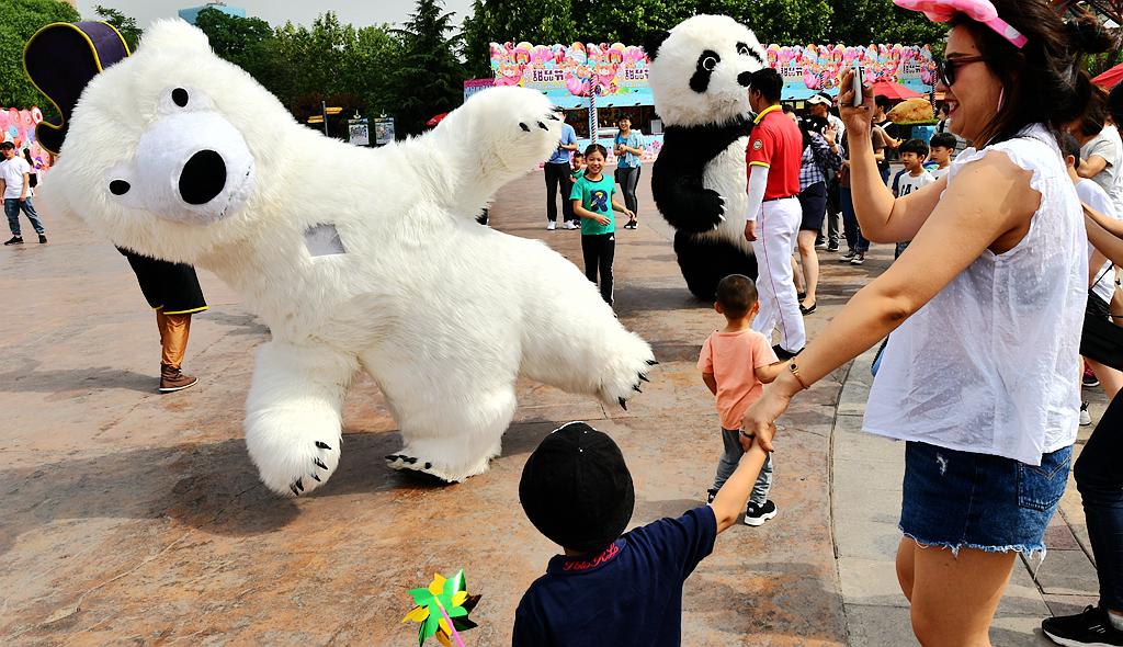 """北京欢乐谷开启""""超级亲子节"""" 亲子、家庭套票8折优惠"""