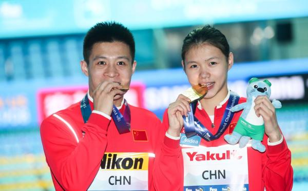 中国跳水队首夺混团金牌
