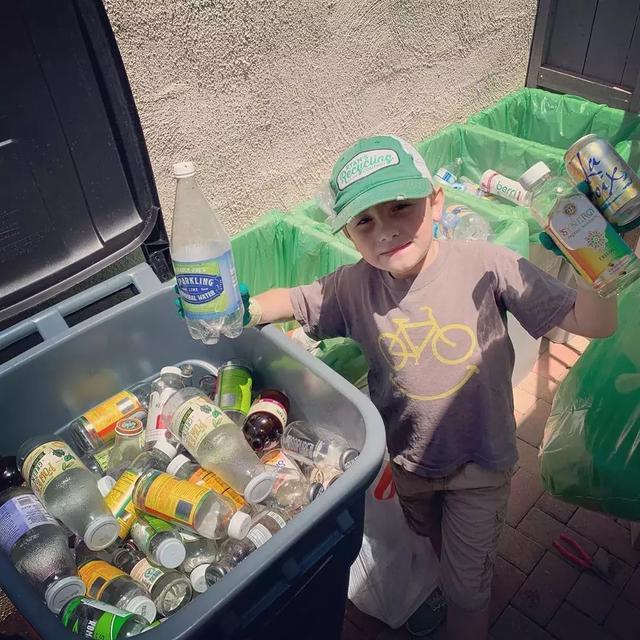 7岁男孩靠垃圾分类当CEO