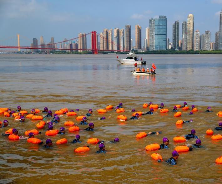 2500余人横渡长江