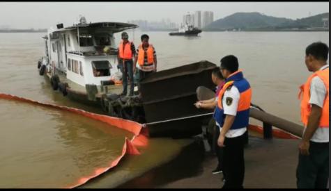 西江发生船碰撞致一船沉没8人获救