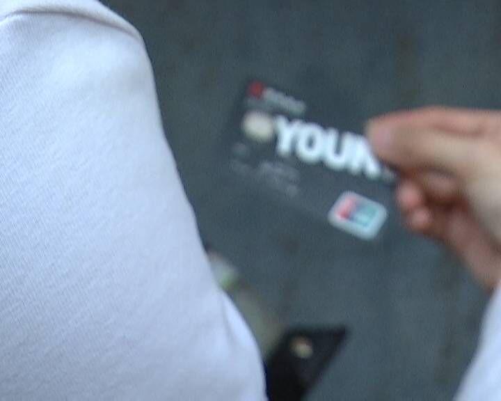 信用卡借他人刷 欠下近两万账单