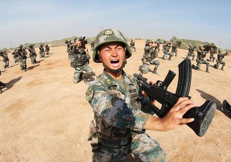 陸軍官兵夏日刺殺操訓練 磨礪膽氣錘煉耐力