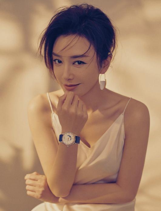 秦嵐雜志寫真 演繹溫柔細膩女人味