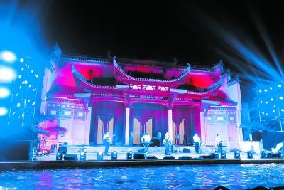 """北京世园会开启""""暑期消夏""""模式 """"夜游世园""""渐红火"""