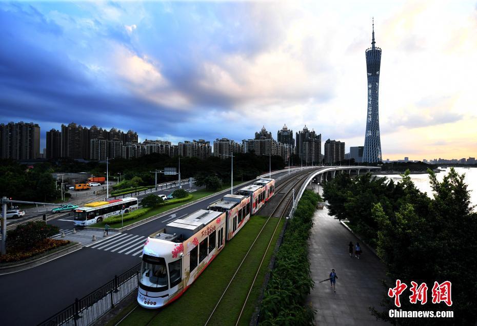 主题有轨电车亮相广州新中轴线