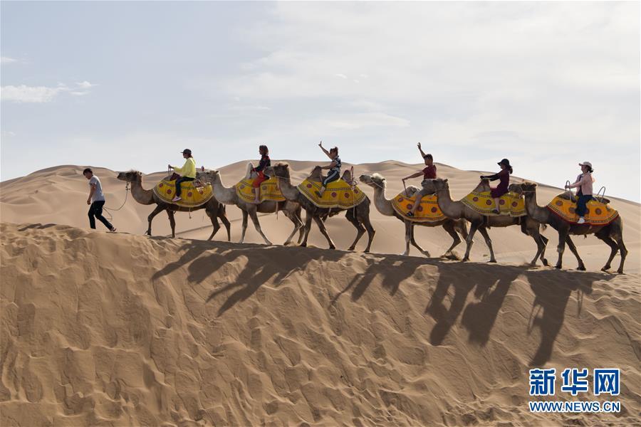 沙漠旅游迎來黃金季