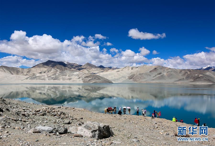 夏日喀什白沙湖