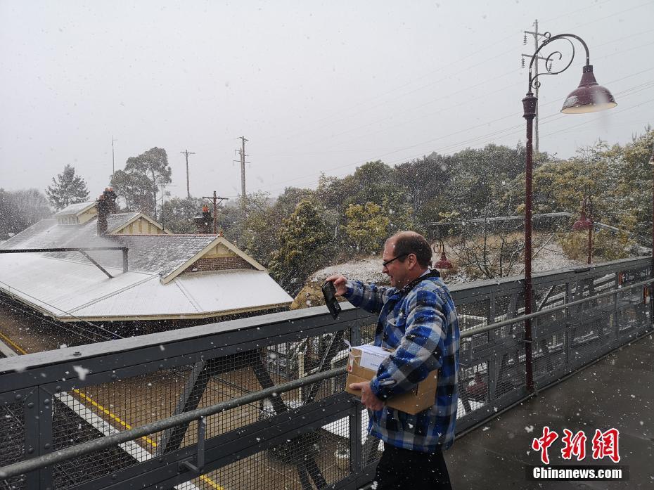 悉尼市民蓝山赏雪