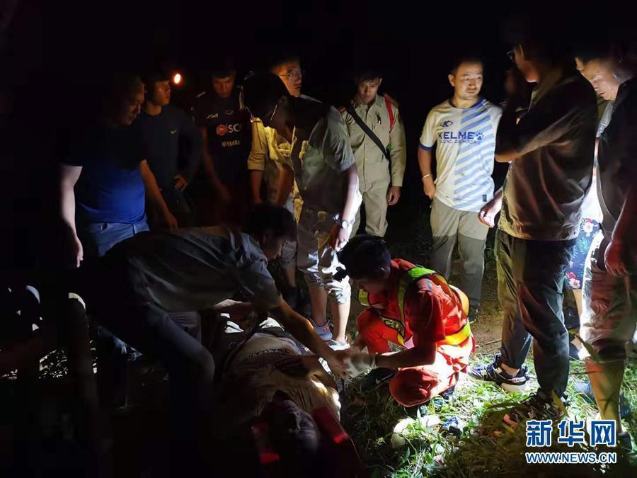 中国旅行团老挝严重车祸 8人遇难
