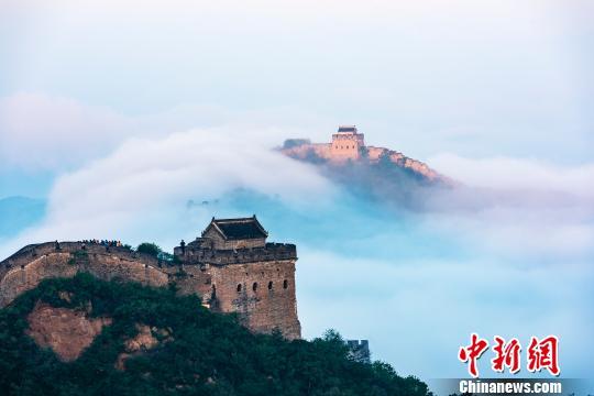 长城云雾缭绕似仙境