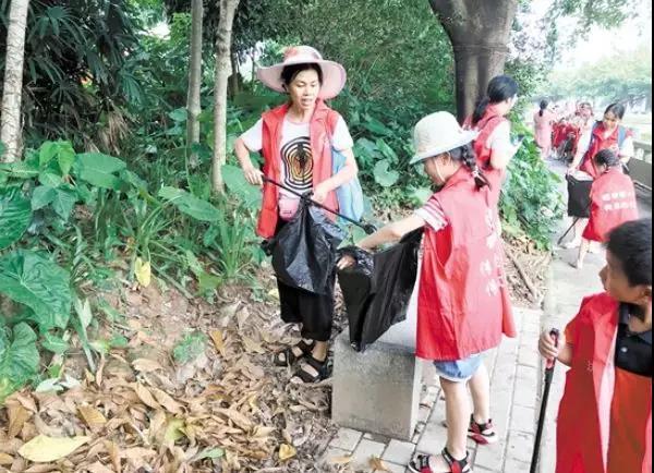 20对亲子家庭志愿者组成护河队 共护母亲河