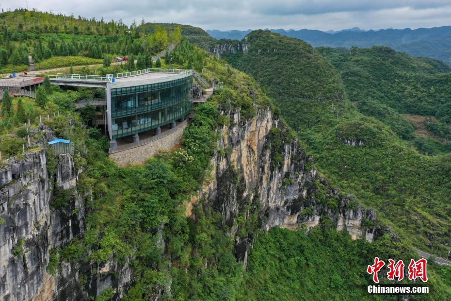 百米悬崖的熔岩美术馆