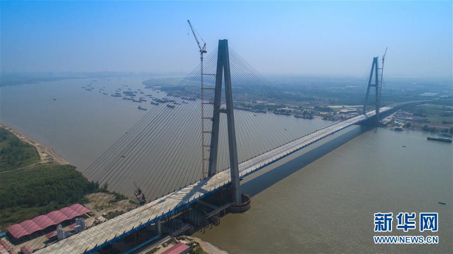"""""""最宽长江大桥""""主体工程基本完工"""