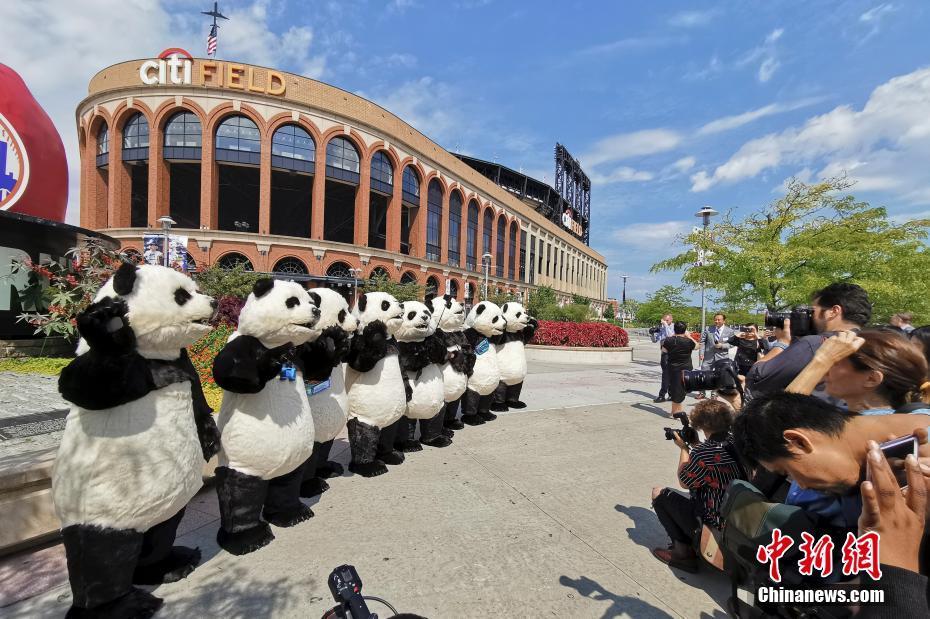 人偶大熊猫亮相纽约