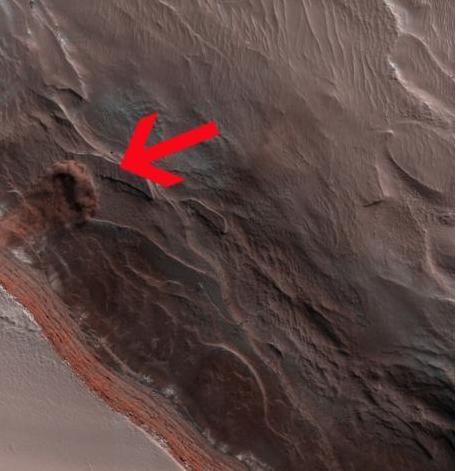 火星雪崩 巨大冰块滚落悬崖掀起漫天尘埃