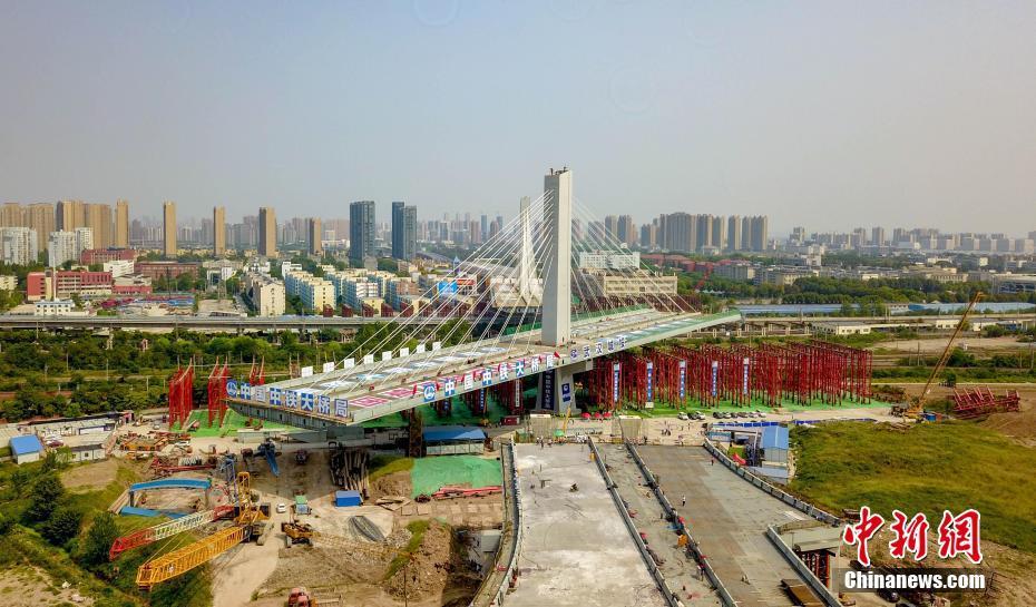 最大转体斜拉桥建成