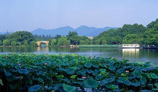 杭州西湖景区出台景区环境卫生作业管理标准
