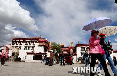 西藏中秋小长假旅游总收入同比增长近两成