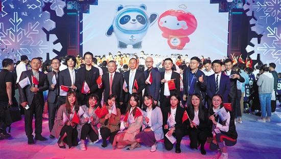 这只冰熊猫从广州走来 广美设计团队打造冬奥会吉祥物