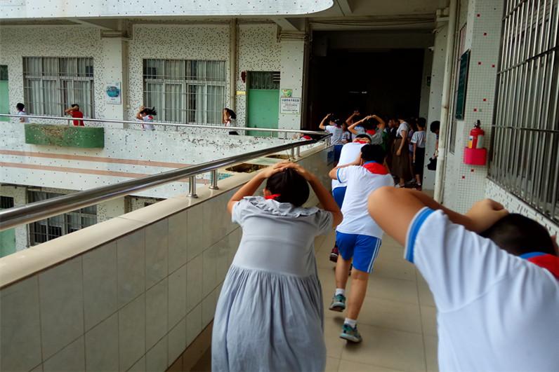 试鸣防空警报 让学生掌握必要的避险常识