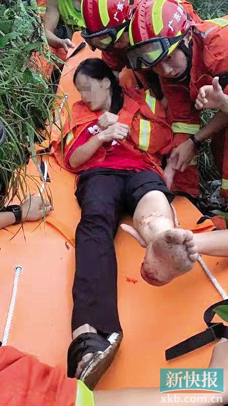 """5名""""驴友""""被困鸡枕山 消防人员耗时10小时成功救援"""