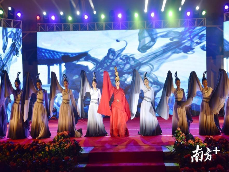 广州小蛮腰下的草地音乐节,古韵悠扬与朝气蓬勃和谐相融