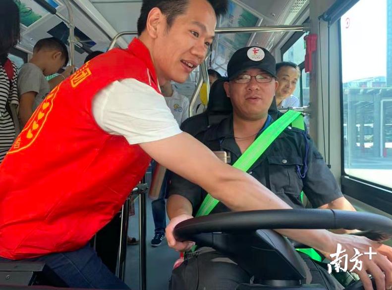 体验公交车驾驶员的一天 佛山南海开展公交出行宣传周活动