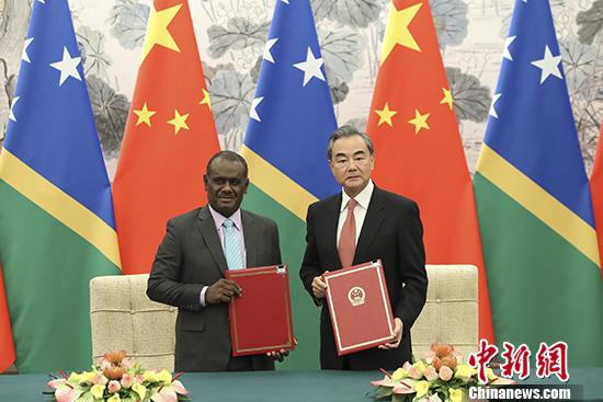 中华人民共和国?#36864;?#32599;门群岛建立外交关系