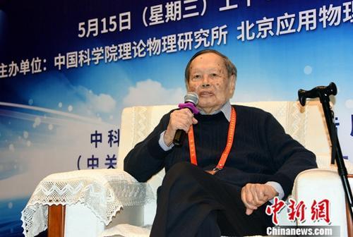 """杨振宁获""""求是终身成就奖"""" 成25年第二个获此奖者"""