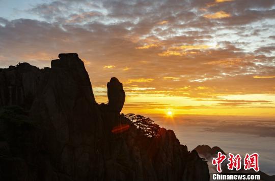 黄山现日出云海景观