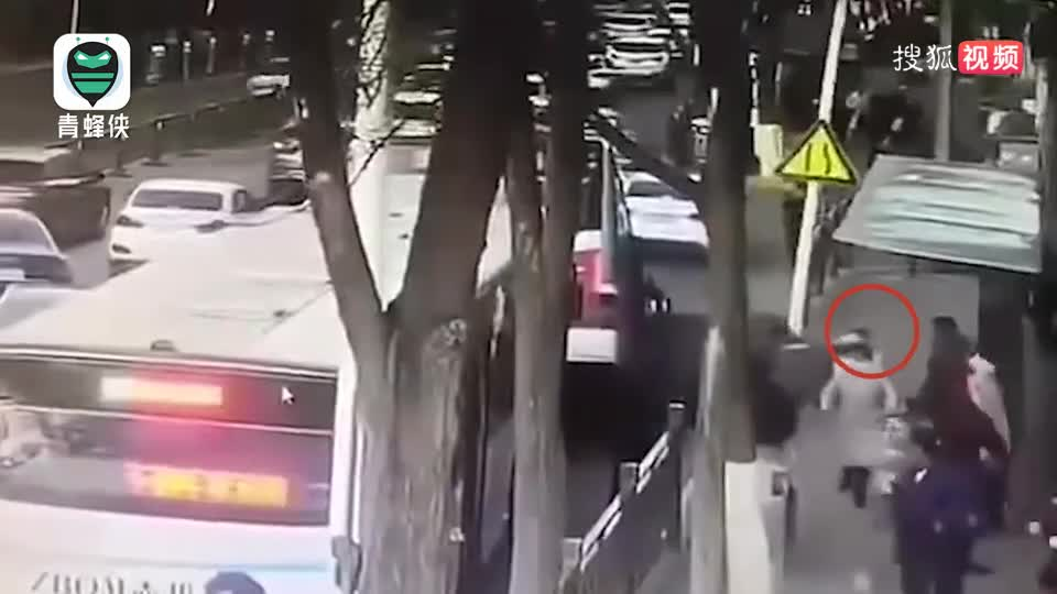 西寧路面坍塌救人少年確認平安!