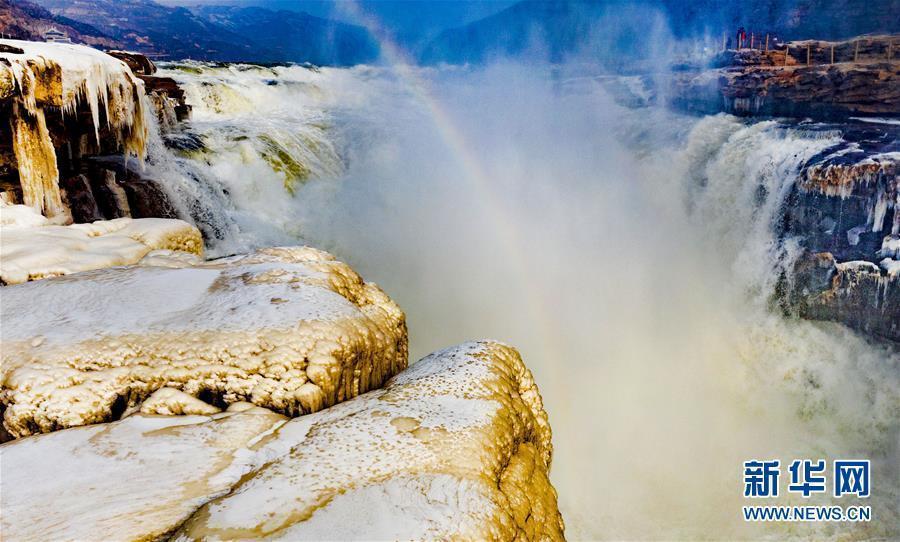壺口瀑布兩岸形成冰瀑