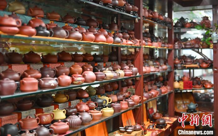 沈陽民間收藏家收藏3000余把紫砂壺
