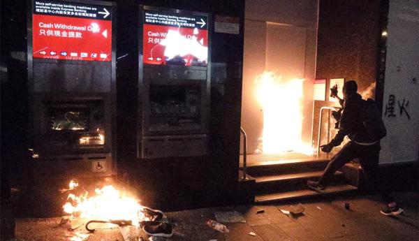 香港元旦遭暴徒打砸破壞