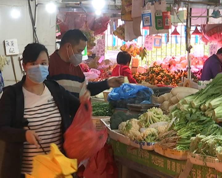 江门:响应倡议减少外出 市民开年采购忙