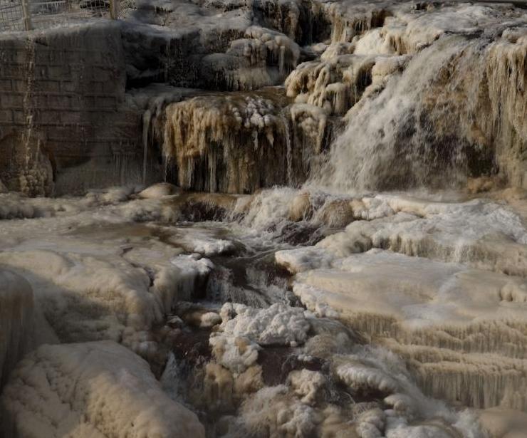 黃河壺口瀑布現冰瀑玉壺
